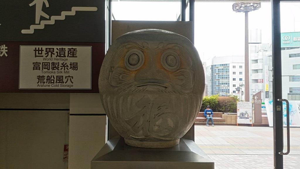 高崎駅のだるま像