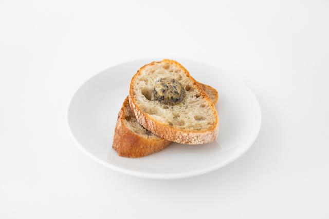 ナショナルデパートの煮干しのパン「二・ボン・パーニュ」のお召し上がり例