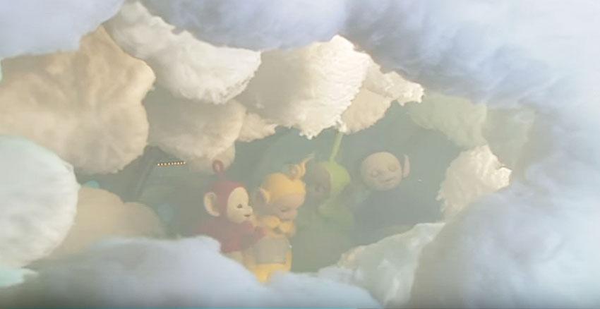 雲にかこまれたテレタビーズ