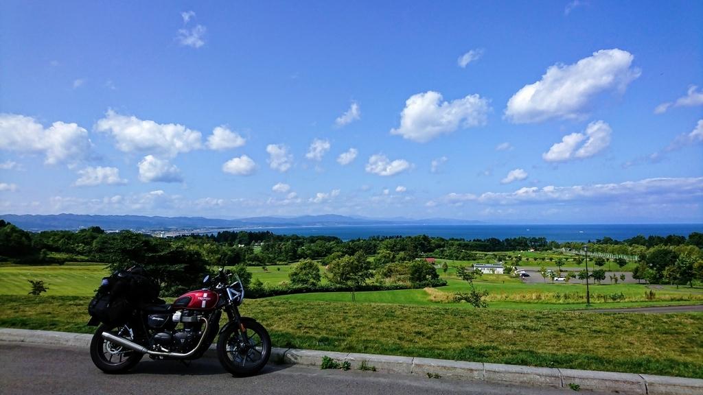 ストリートツイン、北海道を一人で走っていて