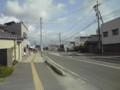 [聖地巡礼][高橋愛]道の中央の白い部分に水の噴出口がある。