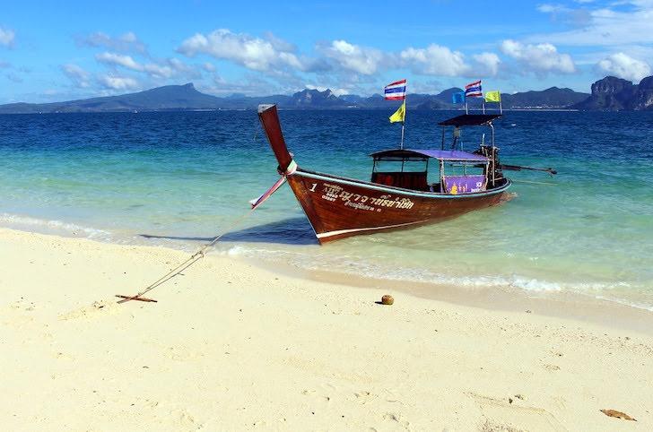 タイのポダ島の海辺