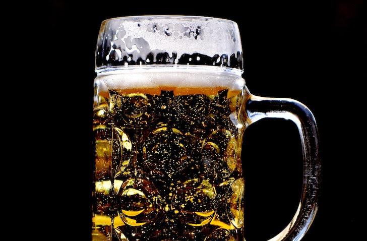 ジョッキに注がれたビール