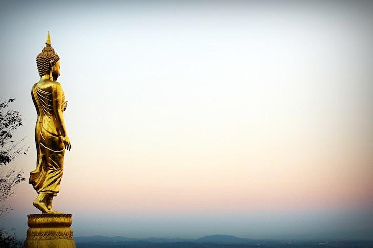 タイの仏像とタイの空