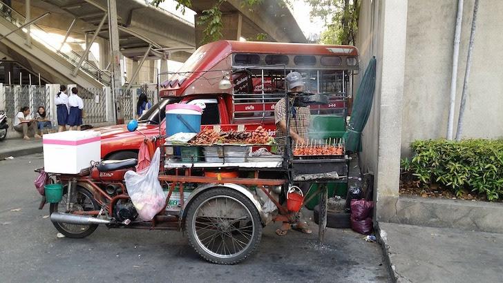 タイ風ソーセージの露店
