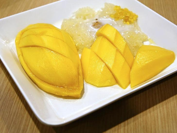 お皿に盛られたマンゴーの果肉