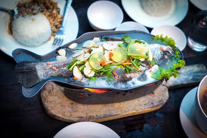 一匹丸ごと使われるタイの魚料理