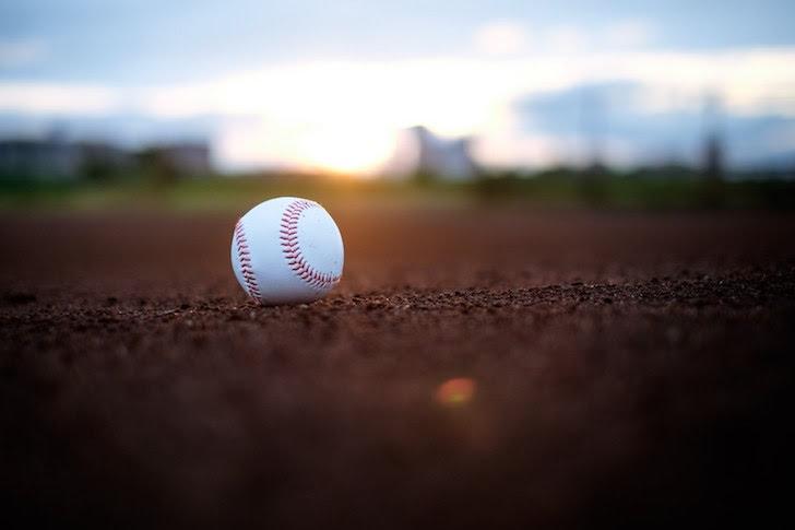 夕日に照らされるボール