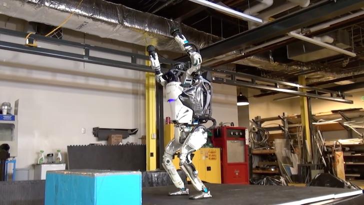 跳躍と着地をたくみにこなすロボット