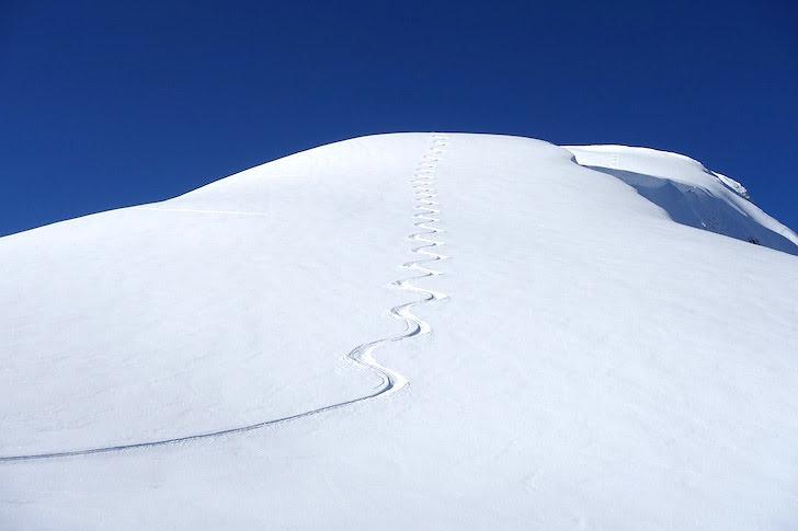 雪山のファーストライン