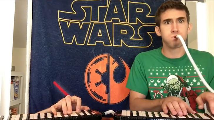 スター・ウォーズの主題曲を鍵盤ハーモニカだけで表現する2人の男性
