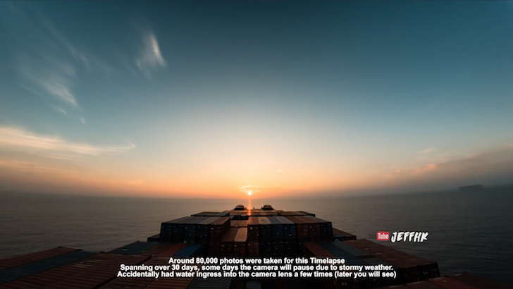 地平線から昇る太陽