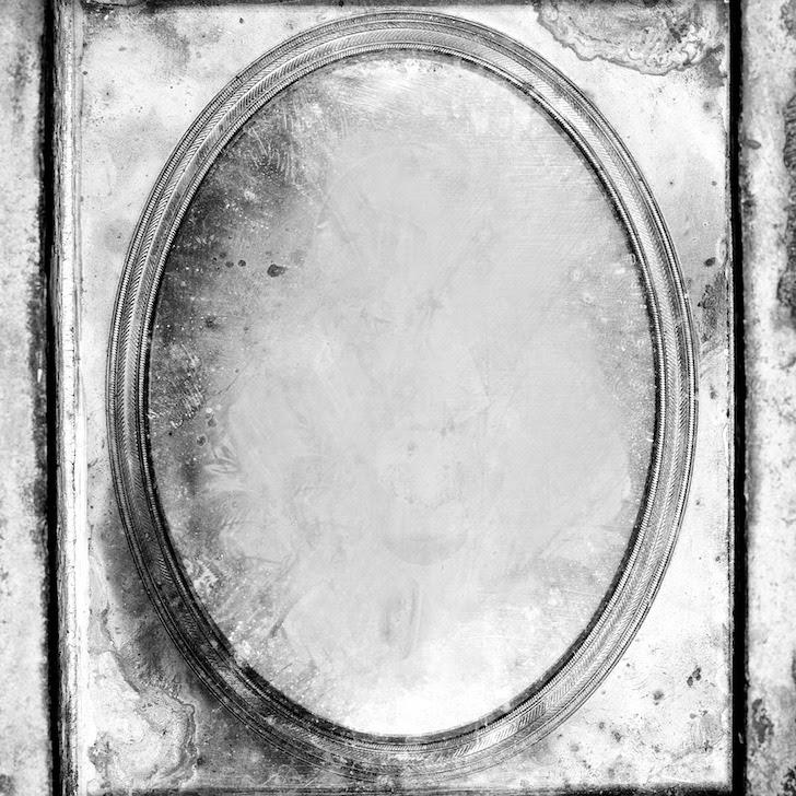 不気味な鏡