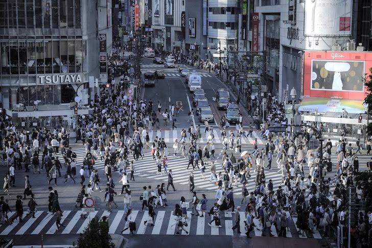 人であふれかえる渋谷スクランブル交差点