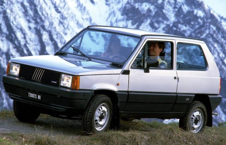 斜め前方から見た銀色の初代FIAT Panda