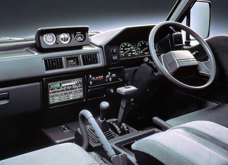 2代目三菱・デリカの運転席