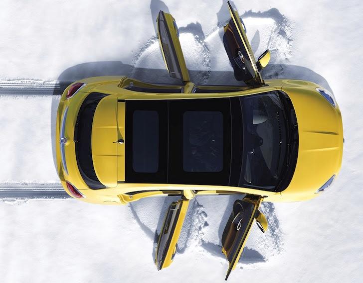 黄色のFIAT 500Xの天井