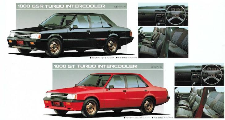側方から見た黒色と赤色の三菱・ランサーエボリューションGSRとランサーエボリューションGT