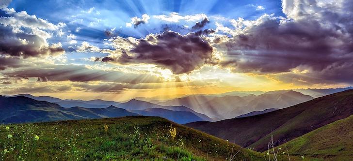 高い山から眺める日没