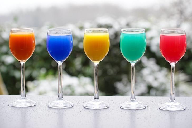 カラフルな5種類の飲み物