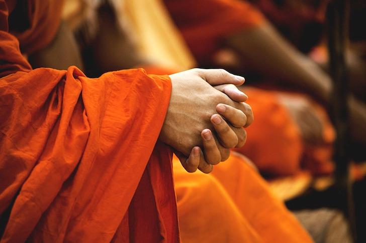 タイの僧侶の手
