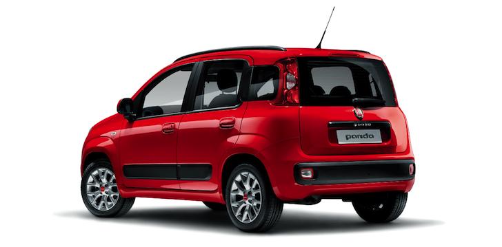 斜め後方から見た赤色の3代目FIAT Panda