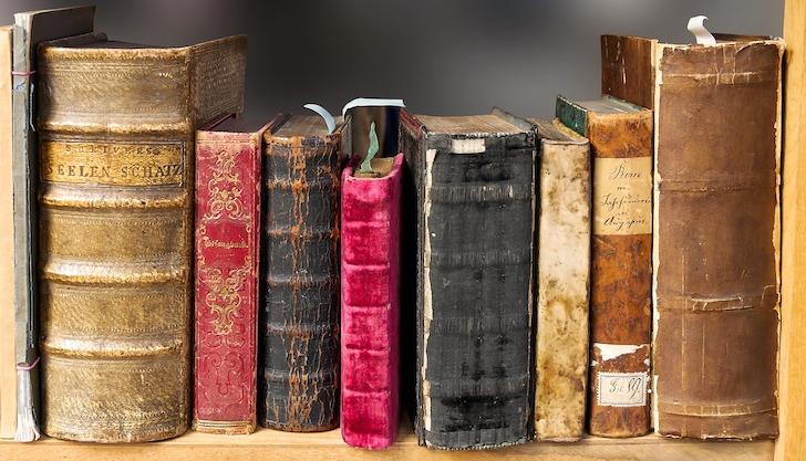 古びた伝説の書物