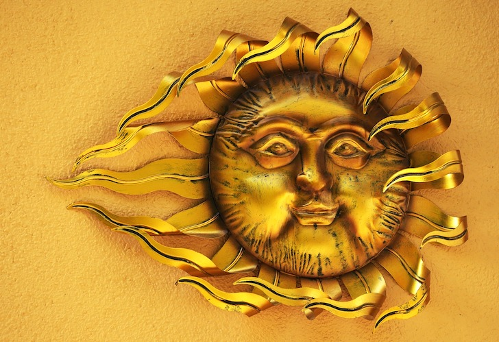 金色の太陽の顔