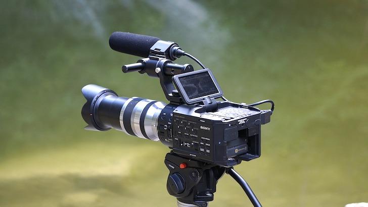撮影用に使うビデオカメラ