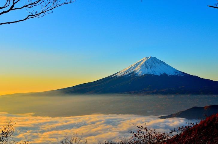 日の出間近の富士山
