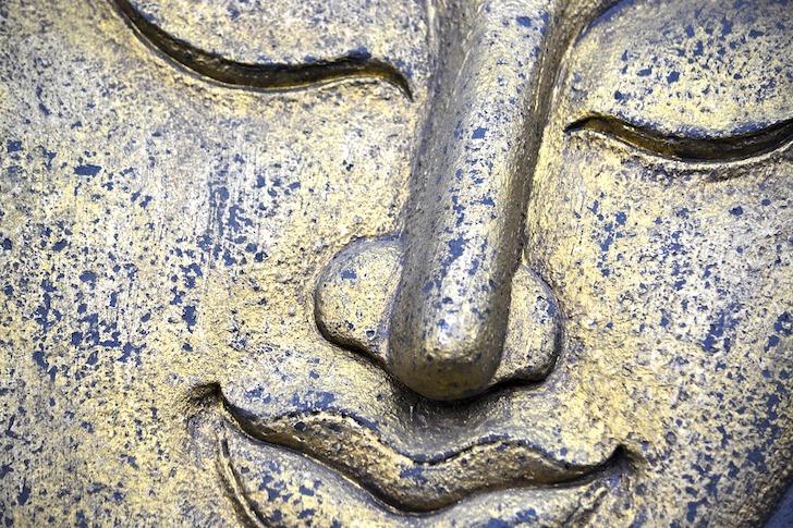 ほほ笑む仏像