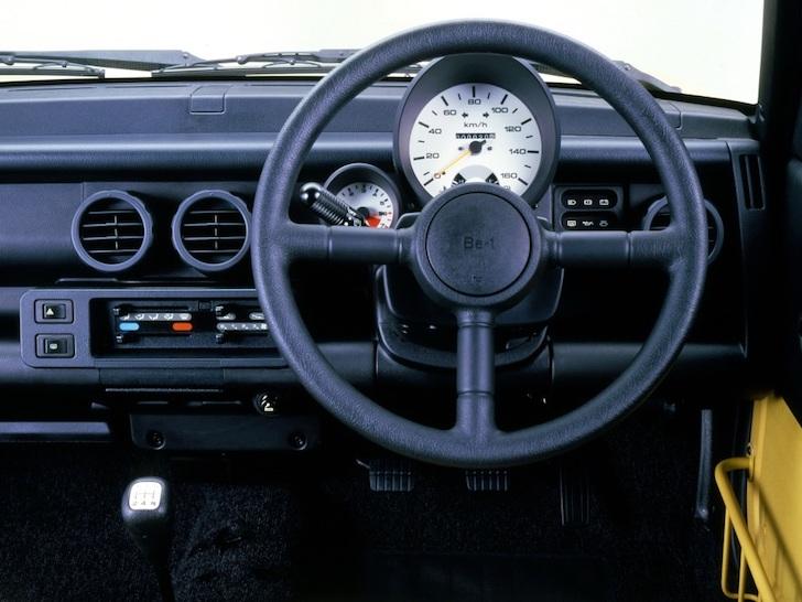 日産・Be-1の運転席前面の計器盤