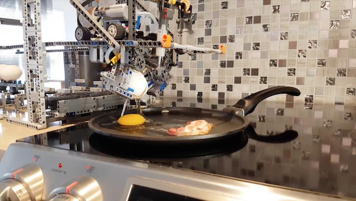 ベーコンエッグを調理する機械
