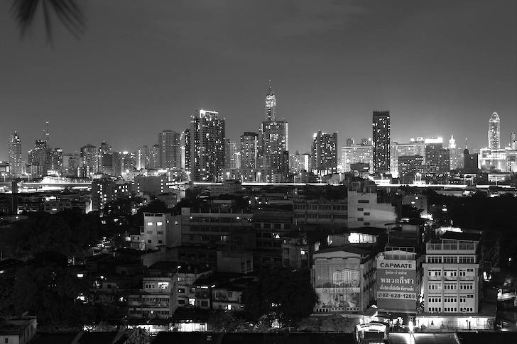 バンコクにそびえ立つ超高層ビル群