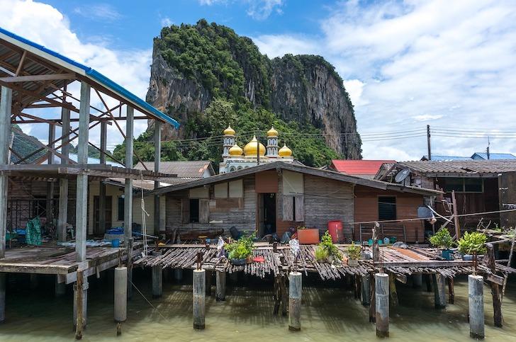 タイの住宅地に建立されたモスク