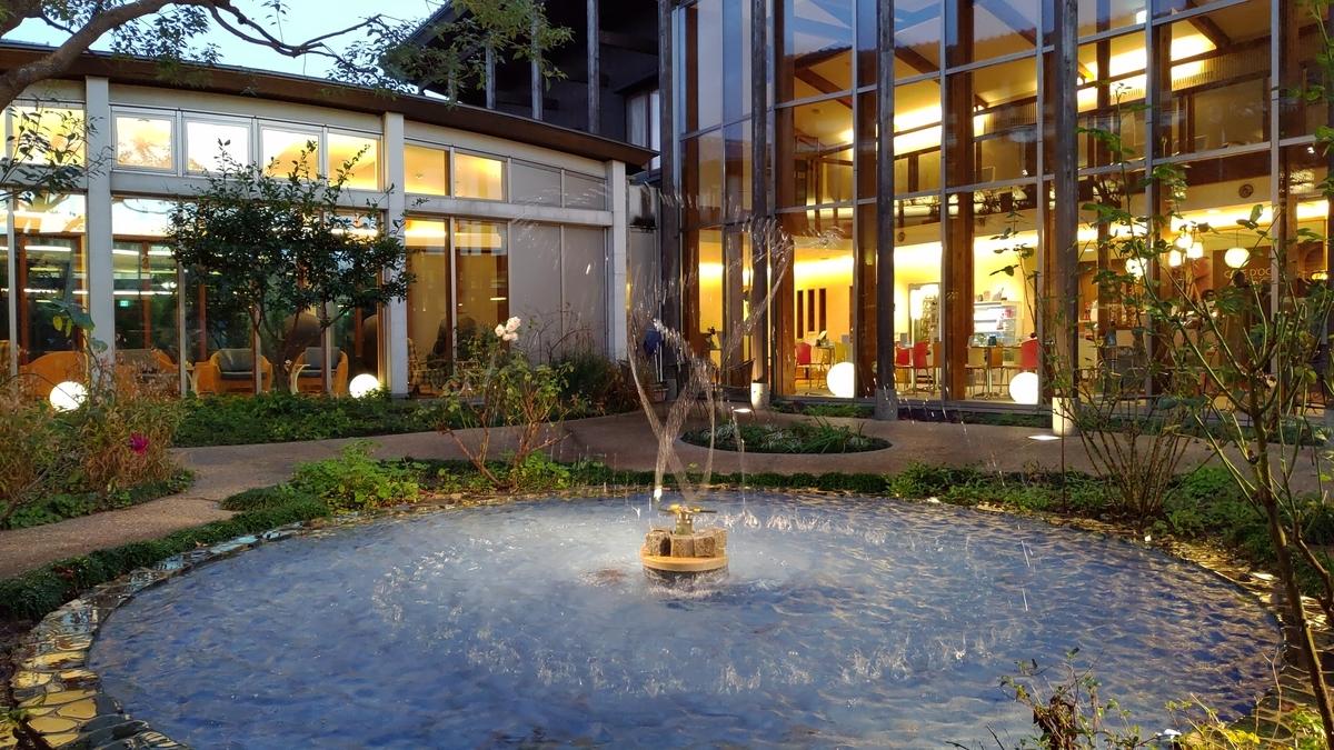 カーブドッチヴィネスパ、中庭。テーブルもあるので、ここでお茶するのもいいかも。