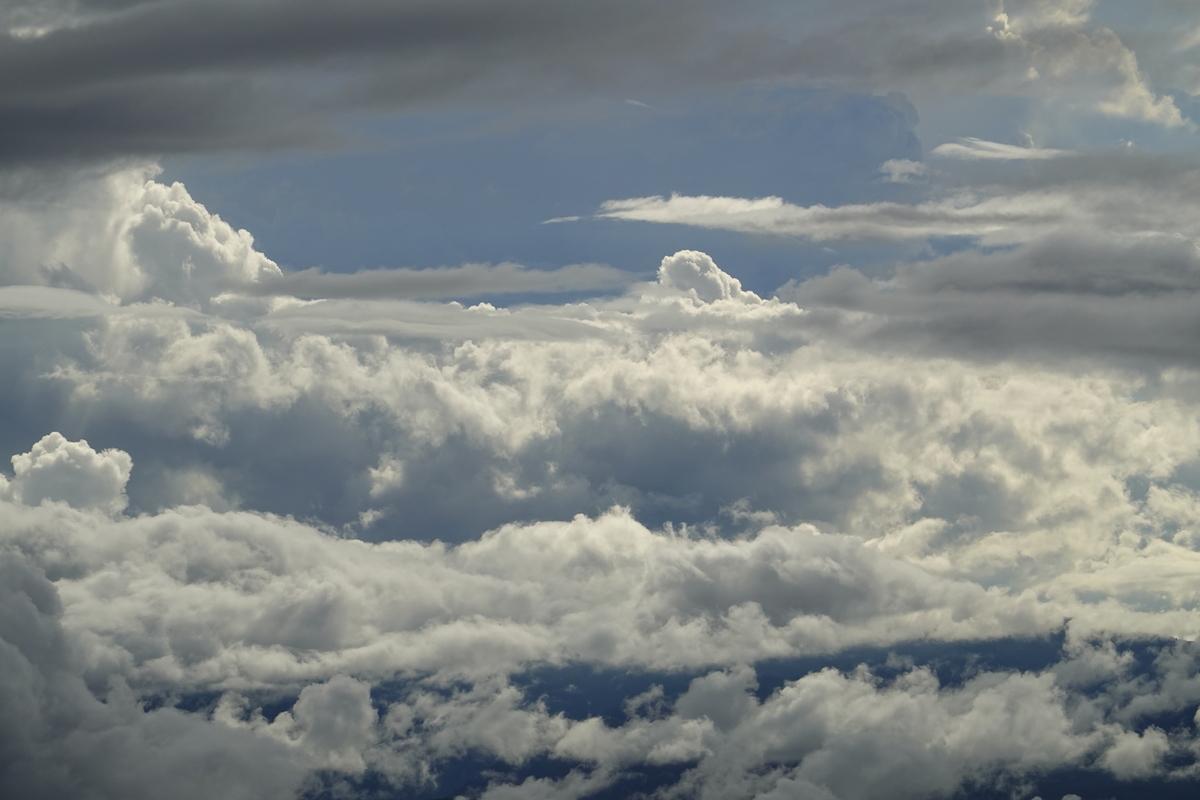 テント場からの雲。8倍ズーム。