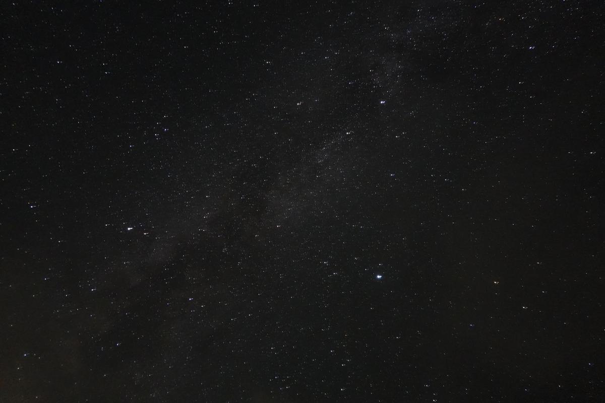 テント場からの満天の星空。30秒露光。