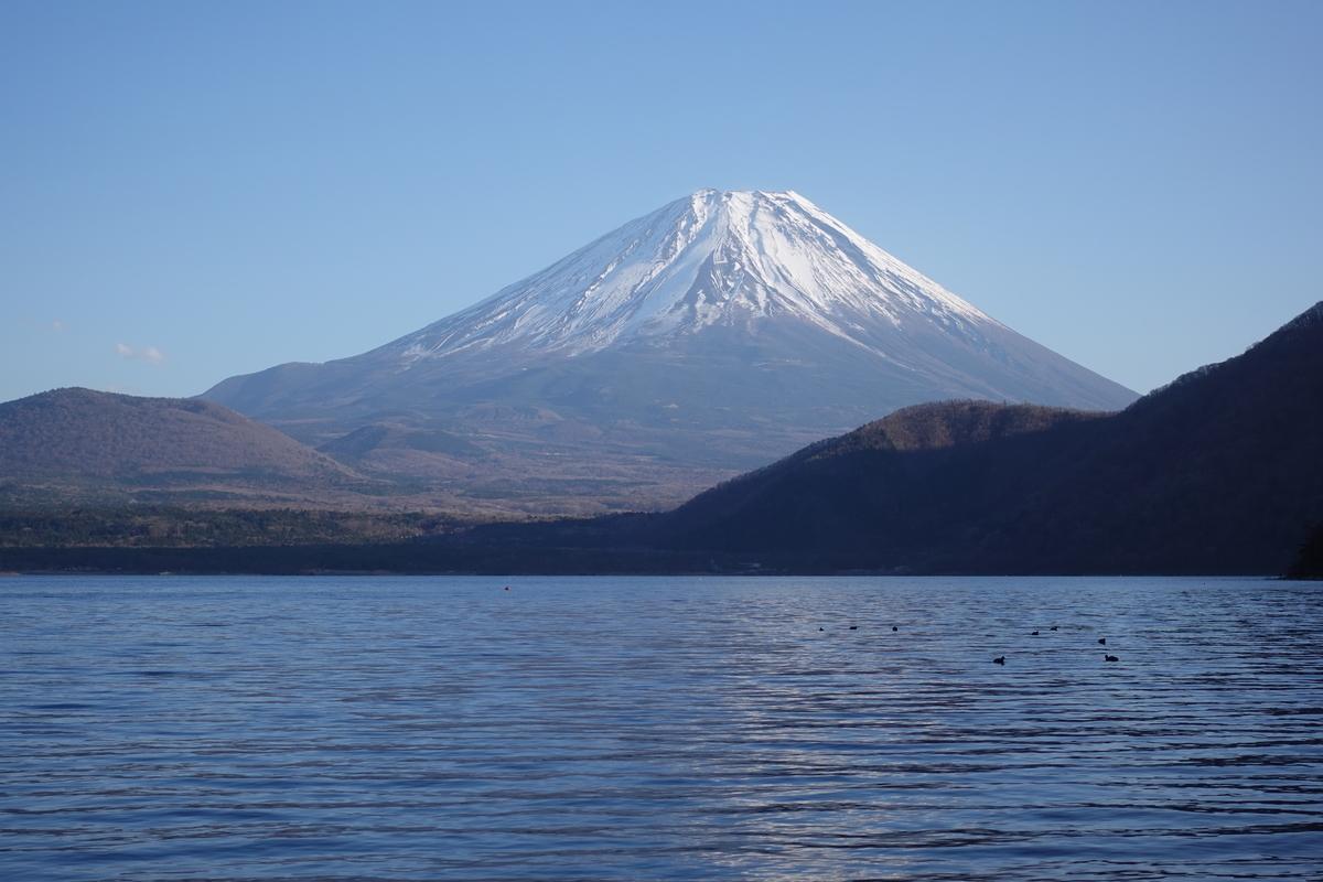 本栖湖の浩庵キャンプ場。富士山。2.9倍ズーム。