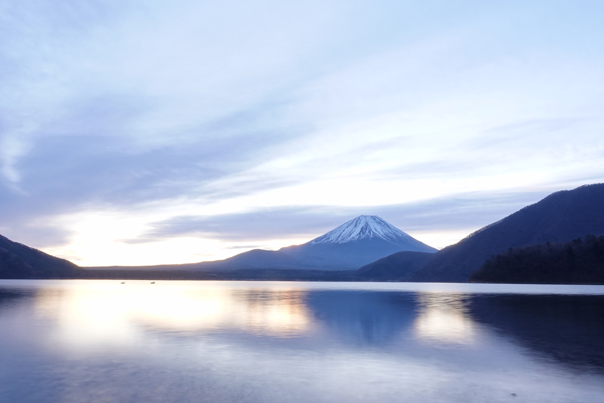 本栖湖の浩庵キャンプ場。富士山。ズームなし。