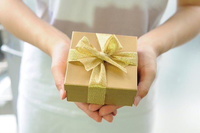 個人事業主の税金対策で贈与をする