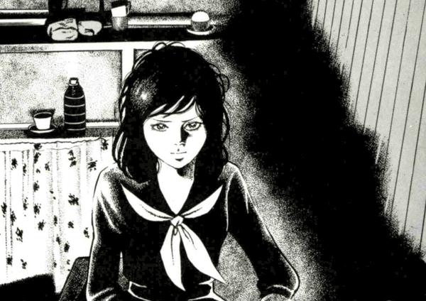 イラストは古賀新一・著「エコエコアザラク」より、セーラー服を着た黒井ミサが座っているカットです。