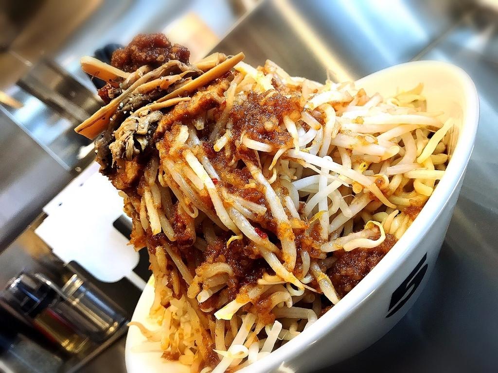 吉祥寺でランチにボリュームたっぷりの油そばや辛旨ラーメンが楽しめる「麺ハチイチ/81 NOODLE BAR(油そば)」