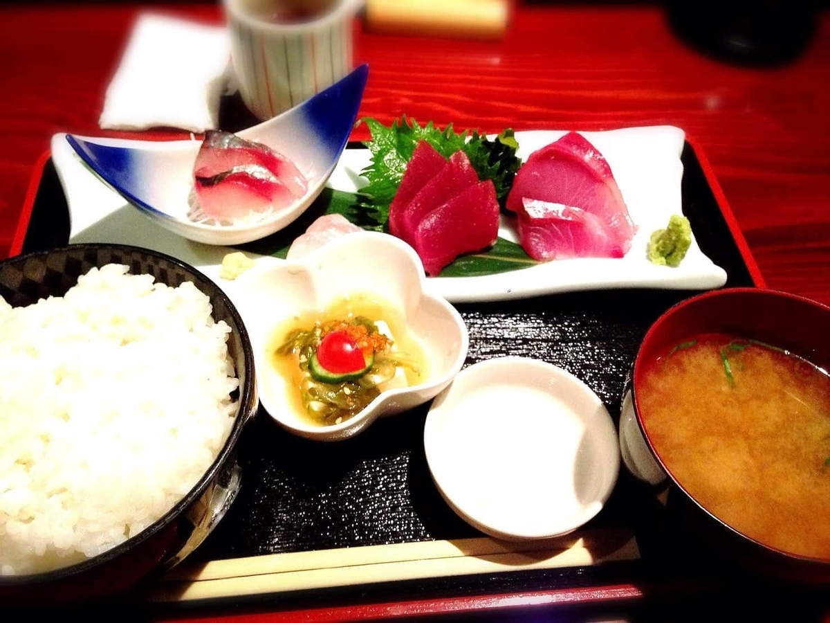 吉祥寺で三味線の音色と共に和定食ランチが堪能できる「魚猿(定食)」