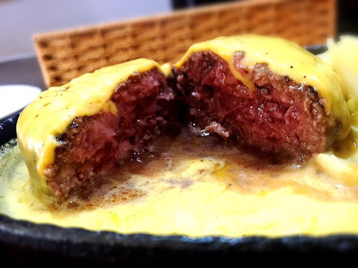 吉祥寺バーグのチーズたっぷりハンバーグ(中)