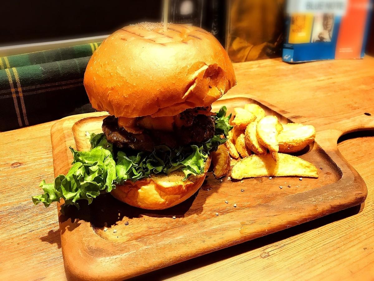 ヴィレッジヴァンガードダイナーのハンバーガー1