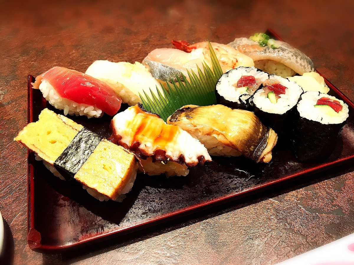 握り処すし谷のランチ寿司1