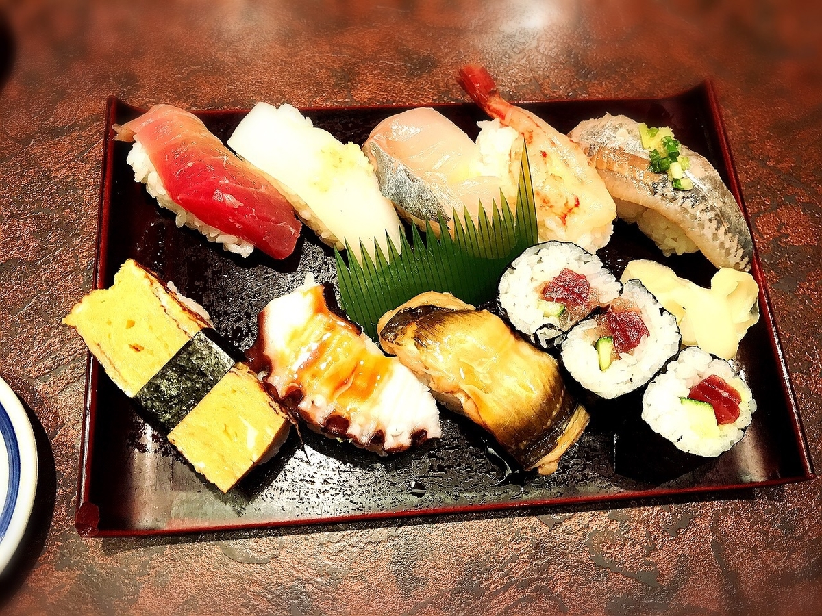 握り処すし谷のランチ寿司2