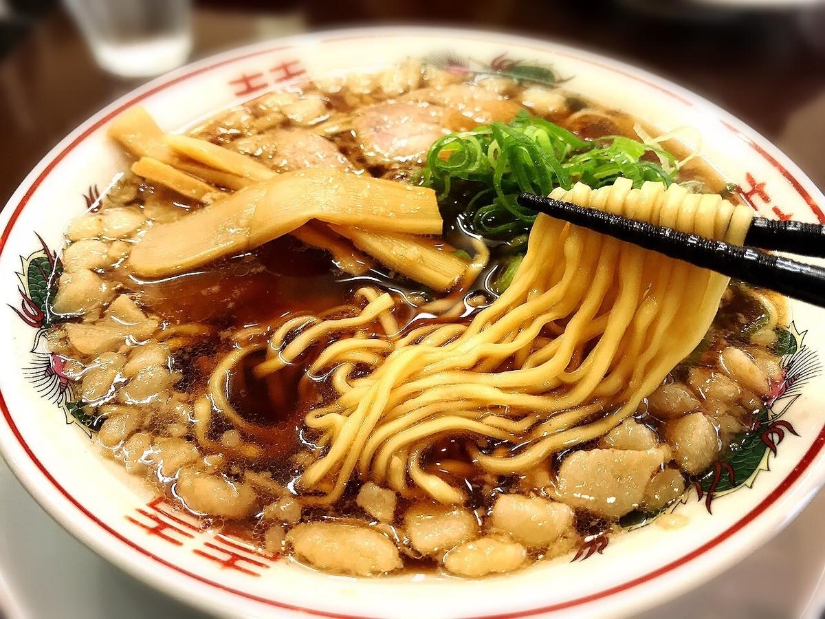 尾道ラーメン丸ぼしのあっさりスープと麺