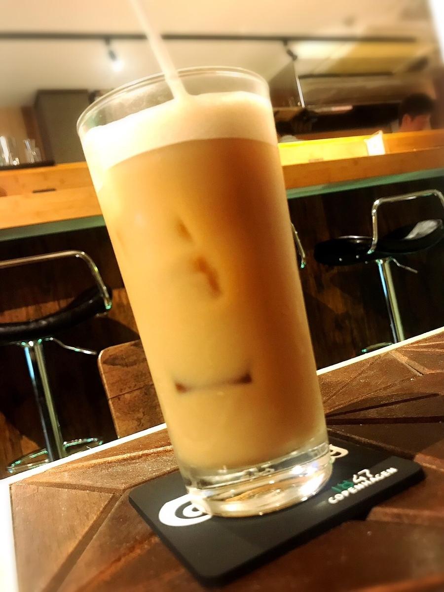 """「カフェ&バー ディズール」でいただいた「アイス・オレ」""""400円(税込) ※フードとセットで200円に"""